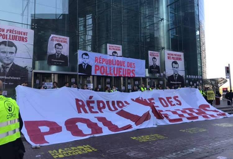 Blocage de la Défense, grève des consommateurs… Ce vendredi, on désobéit face à l'inaction de nos dirigeants!